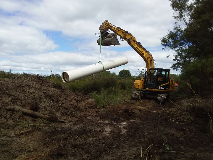 Main line next to Airport - Siteworx moving pipe to position 11-03-2019